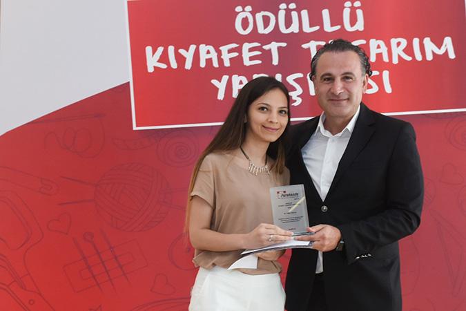 2.lik Ödülü ve Sevda Agacik özel ödülü Tugce Yıldırım Perakende Geliştirme Direktörü Erhan Akdogan takdimi ile